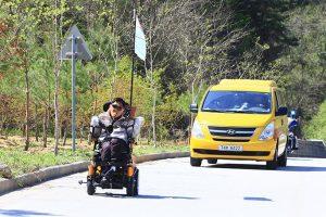 ağız kontrollü motorlu tekerlekli sandalye