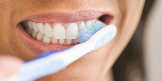 Yanlış Diş Fırçalamanın Zararları